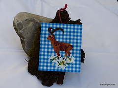 Steinbock mit Edelweiss (petuniad) Tags: beads alpine chic hama perler prlplattor hamabeads strijkkralen alpinechic huettenzauber buegelperlen