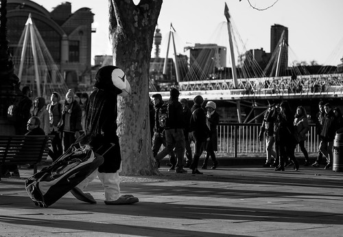 street desktop uk light wallpaper england urban london eye animal bag penguin evening costume britain walk background performer