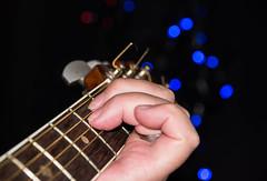 Tuning the guitar - Lg stmning (E moll) men i vrigt hg stmning nr maken stmmer gitarren infr kvllens frestllning. (Maria Eklind) Tags: bokeh gitarr instrument tune tuning stmning music tuningtheguitar performance closeup moll mood stamning atmosphere emoll fs160918 guitar malm skneln sverige se musictomyeyes fotosondag
