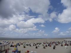 Borkum Strand (Lautes Rot) Tags: strand beach wolken clouds borkum nordseeinsel northseaisland 2016 leica dlux5