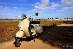 Piaggio Vespa 150 (1963) (Frank Abbate) Tags: piaggio vespa meccanica ciclomotore motor 150 1963 italia italy salento ultra wide angle grandangolo canon eos 80d