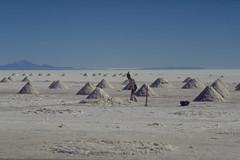 Bolivia, Salar de Uyuni, 1992 (Foooootooooos) Tags: bolivia saltlake analogue ektachrome salar bolivien uyuni bolivie salardeuyuni nikonfg zoutmeer zoutwinning
