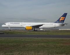 "TF-IST, Boeing 757-256(W), 29307/924, Icelandair, ""Grimsvötn"", CDG/LFPG, 11/2012 (AlainDurand) Tags: jets fi boeing airlines 757 airliners cdg icelandair boeing757 jetliners boeing757200 lfpg worldairlines tfist airlinesoftheworld alaindurand parisroissycharlesdegaulle airlinesofeurope airlinesoficeland 757256w 29307924"