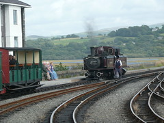 Bringing Her In (Worthing Wanderer) Tags: summer wales july railway steam 2009 ffestiniog narrowgauge ffestiniograilway gwynnedd