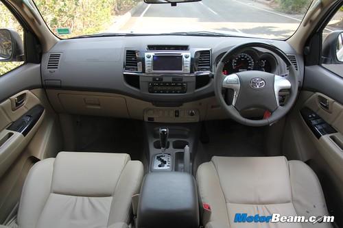 2013-Toyota-Fortuner-16