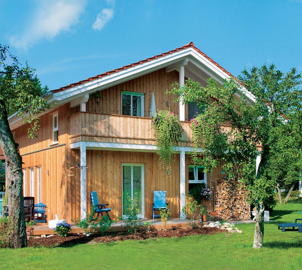 Holzhaus Fertighaus. Cover Rems Murr. Das Bild Wird