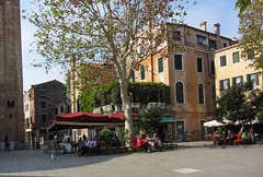 Time for a Ice Cream (Jocey K) Tags: venice chimney sky people italy plants bird architecture buildings restaurant shadows seagull worldheritagesite shops sq cosmostour6330