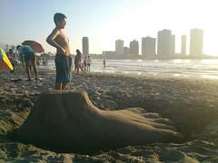 Pie Gigante (La Cueva del Noga) Tags: costa eye de pie ojo mar sand hand cara playa arena talon palma dedo iquique aquiles tobillo 2013