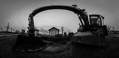 Molesse (Jrme Dupont) Tags: blackandwhite monochrome canon site mud noiretblanc panoramic backhoe grillage 360 chantier panoramique boue tractopelle 450d