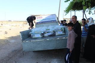 Delivering relie in Houla, Homs