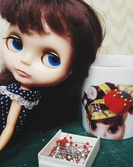 Yes, I have a Blythe sewing mug for my daily dose of @davidstea iced tea 💟 Anouk does not understand why it is so big 💟