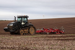 Cat Challenger MT775E Stealth (hughdiniphoto) Tags: cat caterpillar caterpillarmt775e caterpillarmt775estealth stealth mt775e sumo trio trio4 cultivator tractor land farm farming agriculture agri wetwang eastyorkshire wolds yorkshirewolds canon eos50d