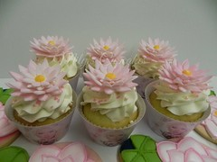 Lotus - Christina Aguilera- Fans Club (Mily'sCupcakes) Tags: cookies club cupcakes lotus christina fans aguilera wrappers