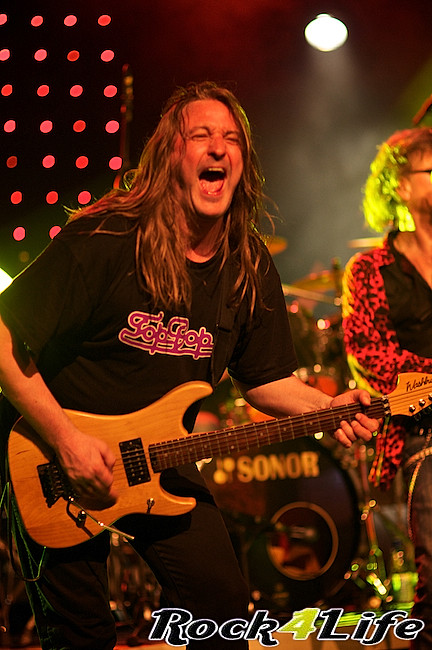 DEO  Rock4Life Tribute to Rock Classics (14)