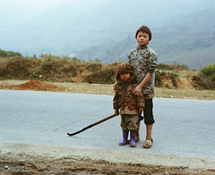 vietnam roadside (gmacmt) Tags: new portrait film kids analog mediumformat vietnam 400 24 6x7 portra sapa 105mm pentax67