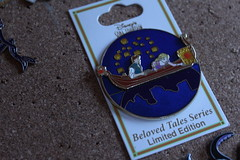 IMG_9202 (Lost Princess of Atlantica) Tags: tales gondola rapunzel beloved flynn dsf tangled disneypin limitedediton rapunzelpin