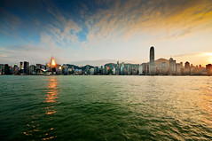 Hong Kong sunset (Tommaso Petruzzi ) Tags: china street trip travel blue sunset sea portrait sky cloud sun verde green water colors ferry river landscape temple star evening bay boat reflex nikon asia tramonto nuvole ship alba fiume central chinese beijing victoria ponte hong kong giallo cielo sole kowloon acqua rosso azzurro colori riflessi ifc strade viaggio cina paesaggio canale sera reportage citt vetri macao cinese traghetto orizzonte baia specchi grattacieli