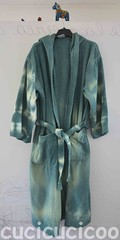 bathrobe makeover (front): tie dye (cucicucicoo) Tags: verde green bathroom diy tiedye bathrobe bagno faidate tintura accappatoio tinturaanodi tintaanodi