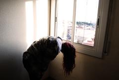 Locura. Desesperación. Soledad. Felicidad. (Alba Firewaves) Tags: red girl hair ventana rojo chica felicidad soledad pelirroja pelo locura dsesperacion