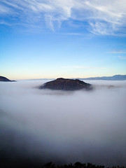 Island in the fog (Night Owl City) Tags: california park usa fog sunrise wildwood venturacounty thousandoaks conejovalley lizardrock arroyoconejo lynnmeretrail