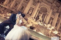 Cerca...a mi lado. (www.jdavidfuertes.com) Tags: rome roma love fountain couple pareja amor fuente next trevi dos both cerca fontana ambos