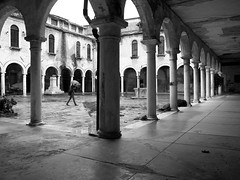 06 (Fu Ke) Tags: camera venice winter light bw italy favorite building public monochrome architecture contrast photo blackwhite interesting europe flickr raw view place shot natural state emotion spirit space character horizon digit atmosphere structure explore mind material digitalcamera everyone addicted feeling variety intuitive popular jpeg today venezia legacy bit ricoh ambience atmosphre alternative flicker existence reaction dwelling beingthere aperature instinctive grd grd3 ricohgrd3