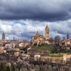 Segovia (Pilar Azaña Talán ) Tags: city light sky españa storm color luz wall clouds europa cathedral churches catedral ciudad cielo segovia nubes tormenta iglesias muralla pilarazañatalán copyright©pilarazañatalán