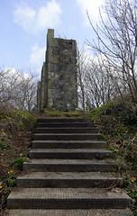 The Three Sisters (Bricheno) Tags: monument stairs scotland escocia threesisters pillars greenhill szkocja schottland ayrshire largs scozia écosse 蘇格蘭 escòcia σκωτία स्कॉटलैंड bricheno sirthomasbrisbane scoția