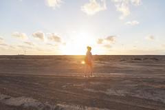 La ltima luz, a lo lejos, Punta Janda. Fuerteventura, Islas Canarias. (www.rojoverdeyazul.es) Tags: fuerteventura islas canarias canary islands punta janda autor lvaro bueno chica girl sunset atardecer caminando walking horizonte horizon