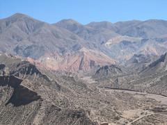 "Tilcara et la Quebrada de Humahuaca <a style=""margin-left:10px; font-size:0.8em;"" href=""http://www.flickr.com/photos/127723101@N04/28879330150/"" target=""_blank"">@flickr</a>"