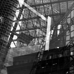 Transparenz im Bankenviertel (alte_eule) Tags: frankfurtammain transparenz intransparenz banken lumixg3 schwarzweis blackanwhite monochrom fenster glas fassaden financialdistrict transparency