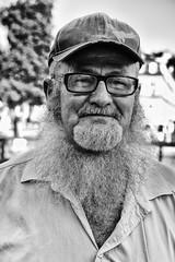 Street portrait (Roswitz) Tags: old man beard