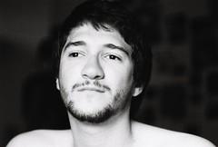 Antonin (Sarah Devaux) Tags: antonin jeunehomme homme youngman barbe moustache beard visage cou neck noiretblanc bw portrait appartement bordeaux bruit noise silver argentique intérieur