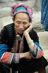Woman from an ethnic minority in traditional dress sitting in Mo Vc market - H Giang Province - Vietnam (PascalBo) Tags: nikon d300 asia asie southeastasia asiedusudest vietnam vitnam vitnam vietnamese hgiang hagiang movc meovac market march people woman femme hilltribe ethnicgroup ethnie ethnic ethnicity minority hmong headdress headwear indigenous costume outdoor outdoors pascalboegli