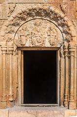 20160902-_D8H8867 (ilvic) Tags: angel architecture column ornament portal relief sculpture