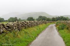 e keswick narrow lane (Simon -n- Kathy) Tags: keswick england lakedistrict lakelands hike rain walk castlerigg