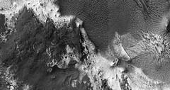 ESP_045960_1705 (UAHiRISE) Tags: mars nasa mro jpl universityofarizona uofa ua landscape geology science
