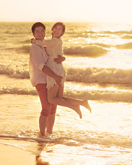 Beach lovers (Charn High ISO Low IQ) Tags: love beach happy jump hug dubai afternoon uae 85mm romance lovers f28 jumeirah whitedress energetic canon6d