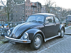 1982 VOLKSWAGEN 1200 Kfer (ClassicsOnTheStreet) Tags: classic amsterdam vw bug volkswagen 1982 beetle 80s cox boxer 1200 oldtimer streetphoto spotted 1980s streetview 2012 kfer straatbeeld coccinelle strassenszene brouwersgracht kever fusca aircooled klassieker maggiolino gespot bogr luchtgekoeld straatfoto carspot jf19nt