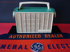 GENERAL ELECTRIC Plastic Portable Transistor Radio (USA 1960) (MarkAmsterdam) Tags: old classic sign metal museum radio vintage advertising design early tv portable colorful fifties tsf mark ad tube battery engineering pickup retro advertisement collection plastic equipment deck tape electronics era handheld sheet catalog booklet collectible portfolio recorder eames electrical atomic brochure console folder forties fernseher sixties transistor phono phonograph dealer cartridge carradio fashioned transistorradio tuberadio pocketradio 50s 60s musiktruhe tableradio magnetophon plaskon 40s kitchenradio meijster markmeijster markamsterdam coatradio tovertoom