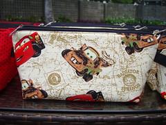 Necessaire pequena (Mônica Albuquerque - Patch e afins) Tags: disney carros patchwork mcqueen tecido lembrancinhas necessaire