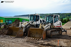 Liebherr LR 634 Litronic (Alexandre Prvot) Tags: france wheel construction construccin worksite buildingsite loaders travaux chantier publics radlader neumticos eiffage wheelloaders cargadora chargeusesurpneus cargadorassobreneumticos baustellebauplatz
