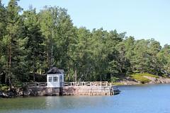 IMG_0135 (www.ilkkajukarainen.fi) Tags: espoo saaristo suomi finland sea happy life saaristoreitti vesibussi laituri ranta visit europa eu scandinavia uimakoppi kivi puu