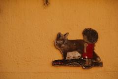 DRA DRA (www.JnyAroundTheWorld.com - Pictures & Travels) Tags: france toulouse occitanie streetart artderue jenniferlavoura jnyaroundtheworld dradra fox carton cardboard
