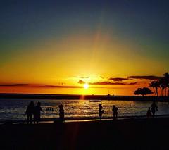 Waikiki Beach (Georginaphilphil) Tags: sunset hawaii oahu waikiki beach waikikibeach nature