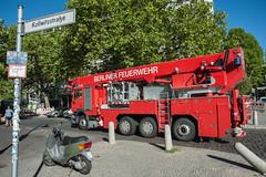 Berlin-14 (georgsteph) Tags: berlin kanzleramt auto