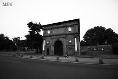 Porta Savonarola, dall'interno delle Mura, Padova (Davide Anselmi) Tags: porta portasavonarola savonarola padova monumento mura bianconero bn blackwhite bw davideanselmi 2016 italia