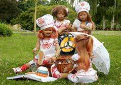Fr heute ist Feierabend ... (Kindergartenkinder) Tags: dolls himstedt annette kindergartenkinder essen park gruga garten kind personen annemoni sanrike milina tivi kochen gras pflanze