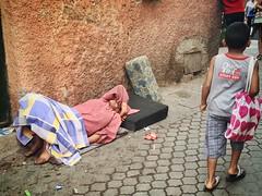 (yanitzatorres) Tags: abandono pobreza pobre mendigo mercado nio calle mujer