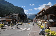 Bolzano (Italy) town view (Vee living life to the full) Tags: bolzano italy leger town street waterfall hanglider mountains landscape bikes emotion forhire nikond300